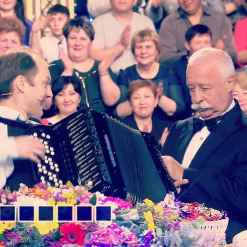 аккордеонист на Поле чудес